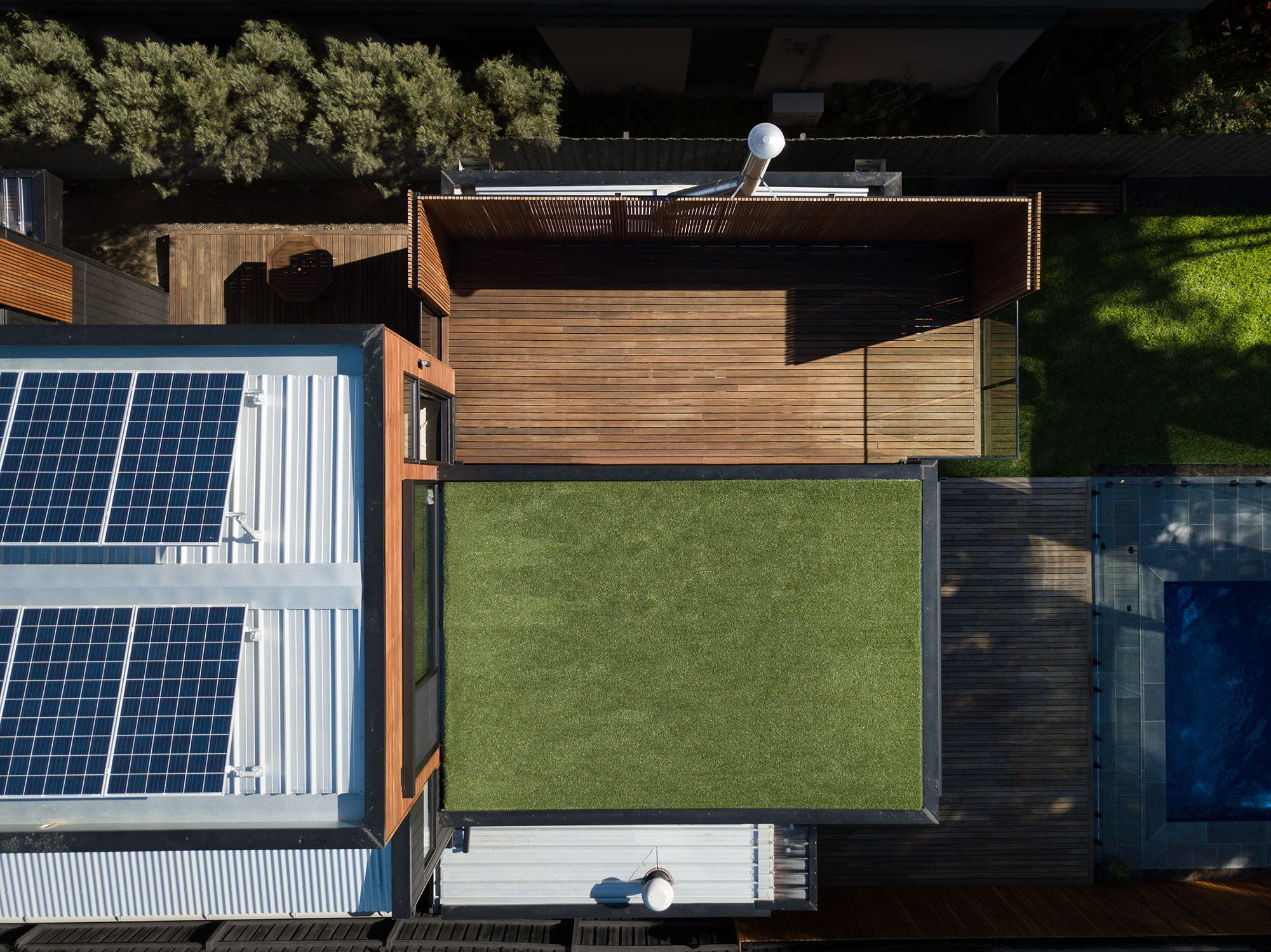 http://www.bencallery.com.au/wp-content/uploads/2018/02/04_Roof-aerial-no-people.jpg